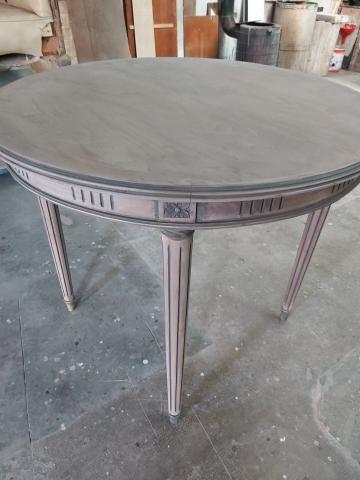 Mesa en viejo patinada.